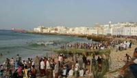 """سواحل حضرموت تكتظ بالمواطنين عقب انطلاق """"موسم البلدة السياحي"""""""